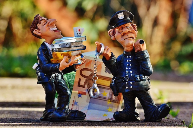 詐欺師が語る詐欺の手口 架空の銀行口座開設は楽勝だった - 振り込め詐欺